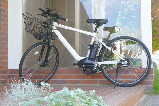 ウーバーイーツ電動自転車スポーツタイプ